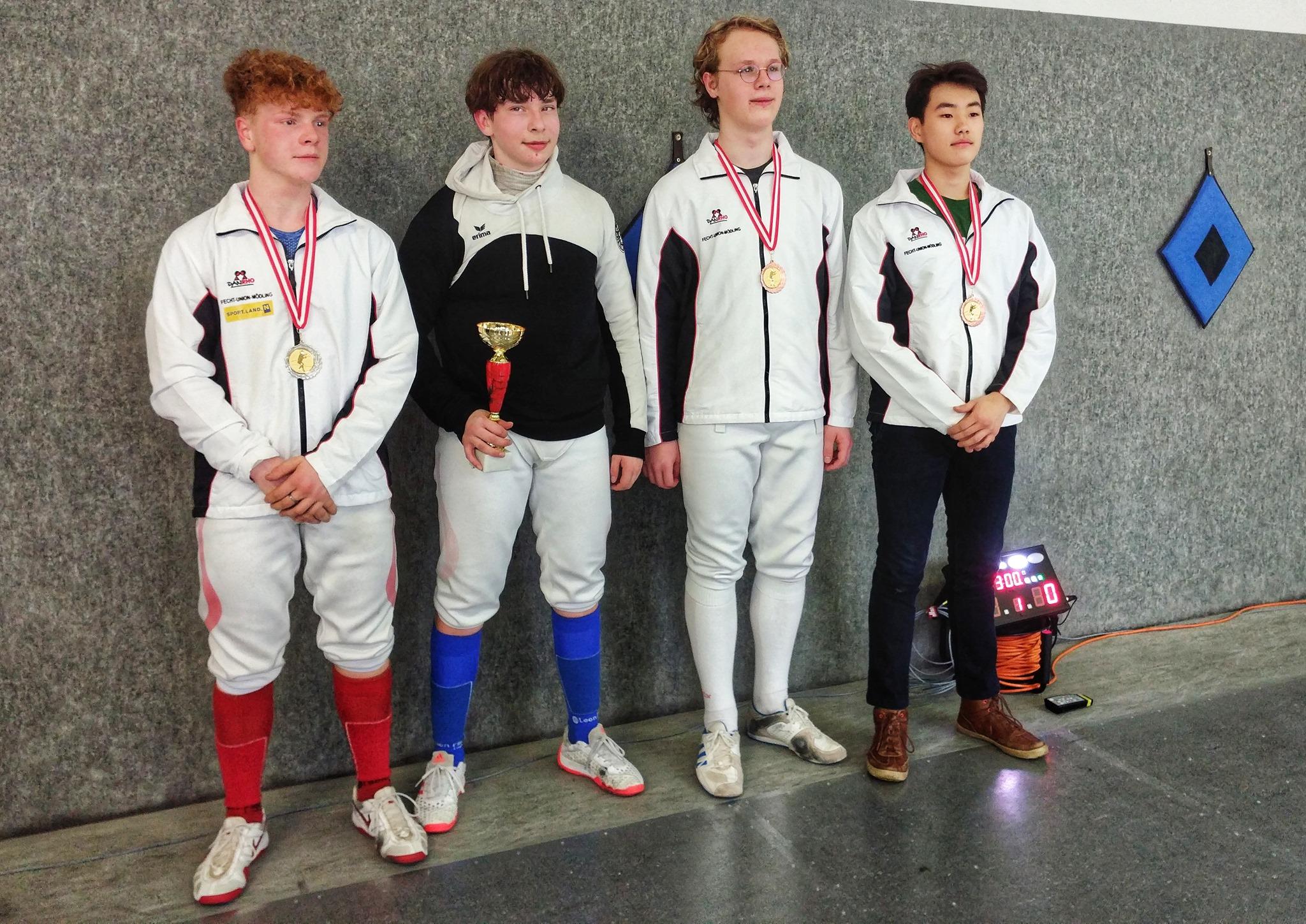 Luki mit dem Junioren Siegerpokal