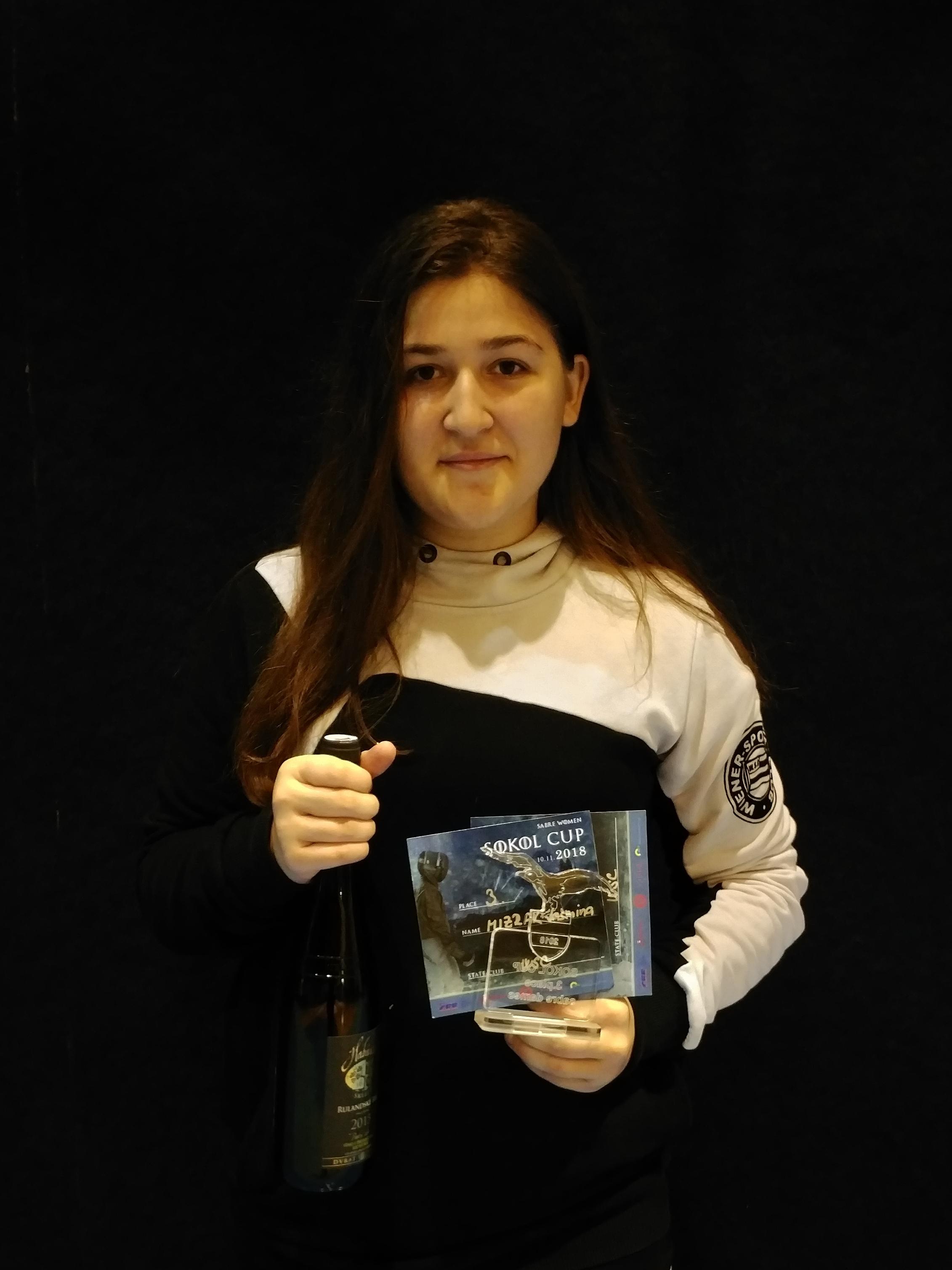 Iasmina mit ihren Trophäen aus Brünn