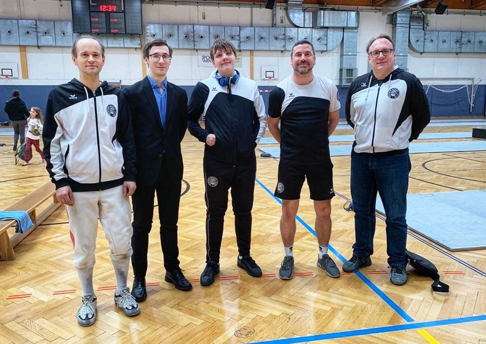 Die Starter bei den Herren: Bernhard, Kampfleiter Ralph, Alexander, Erwin und Coach Hannes.