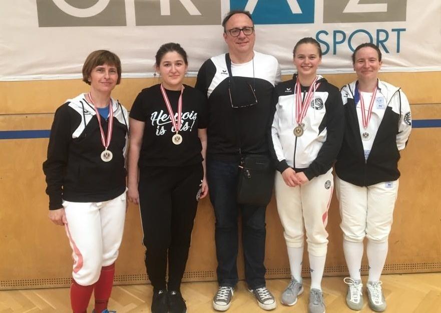 ... und einen stolzen Coach: Astrid, Iasmina, Hannes, Lisa-Maria und Eszter
